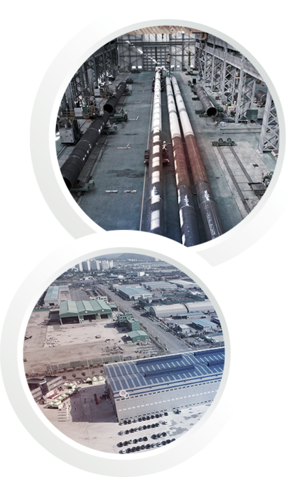 Two pictures in one: The first one shows the length of 80 meter pipes. The second picture shows the direct access to the harbour