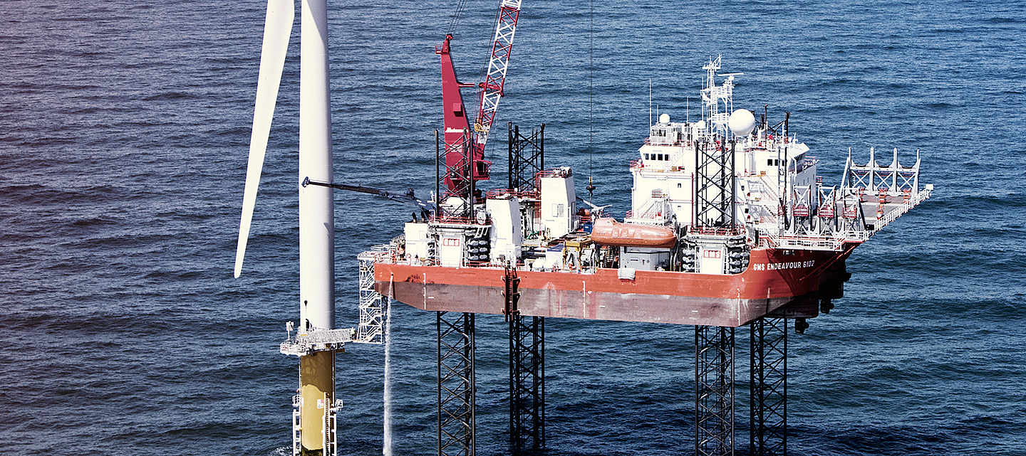 Offshore platform with wind energy power plant